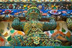 五颜六色的神秘的大雕象 库存照片