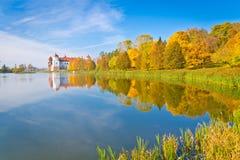 五颜六色的秋天在白俄罗斯 免版税库存图片