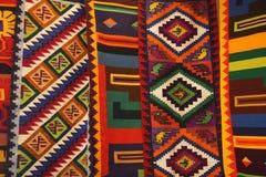 五颜六色的秘鲁纺织品 免版税库存图片