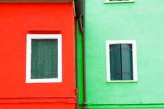 五颜六色的窗口在Burano海岛,意大利 免版税库存照片