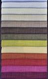 五颜六色的窗帘织品范例 免版税库存图片