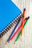 五颜六色的笔记本铅笔 库存照片