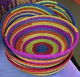 五颜六色的篮子在市场上 免版税库存照片