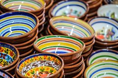 五颜六色的粗陶器 免版税库存图片