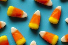 五颜六色的糖味玉米为万圣夜 免版税库存图片