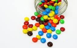 五颜六色的糖衣巧克力自作聪明的人 库存照片