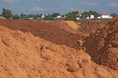 五颜六色的红色土壤沙丘在以色列 库存图片