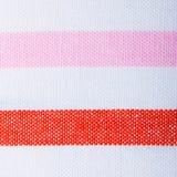 五颜六色的红色桃红色白色镶边纺织品特写镜头  免版税图库摄影