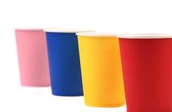 五颜六色的纸咖啡杯。 免版税图库摄影