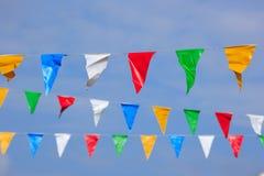 五颜六色的细长三角旗 免版税库存照片