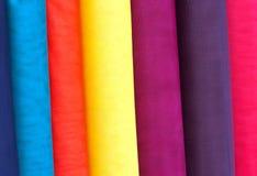 五颜六色的织品卷 免版税库存图片