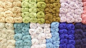 五颜六色的编织的羊毛 免版税图库摄影