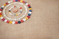 五颜六色的缝合的按钮圈子  库存图片
