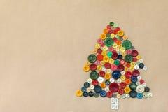 从五颜六色的缝合的按钮的圣诞树 库存图片