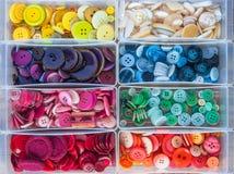 五颜六色的缝合的按钮 免版税库存照片