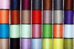 五颜六色的缝合针线 免版税库存照片