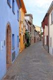 五颜六色的老房子街道里米尼意大利 免版税库存图片