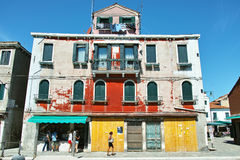 五颜六色的老房子 免版税库存照片