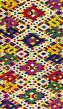 五颜六色的老挝丝绸手工造秘鲁由自然材料化学制品自由分类做的样式地毯表面老葡萄酒被撕毁的保护 图库摄影