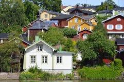 五颜六色的老木房子 免版税图库摄影