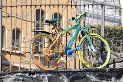 五颜六色的自行车在卑尔根,挪威 免版税库存照片