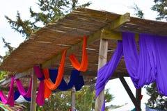 五颜六色的节日立场 木和五颜六色 免版税库存图片