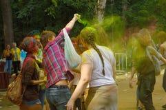 五颜六色的节日HOLI在莫斯科,公园Fili, 29 06 2014年 图库摄影