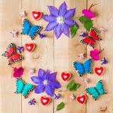 五颜六色的花和自创曲奇饼花卉构成 库存图片