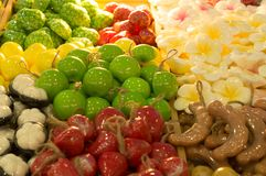 五颜六色的芳香肥皂用不同的果子设计 免版税库存图片