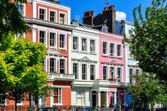 五颜六色的英国露台的议院 图库摄影