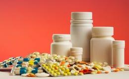 五颜六色的药片 免版税库存图片