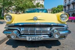 五颜六色的葡萄酒美国汽车在哈瓦那 库存图片