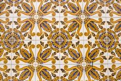 五颜六色的葡萄酒陶瓷砖墙壁装饰 库存照片