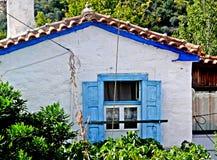 五颜六色的蓝色上色了在萨莫斯岛希腊海岛上的房子  库存图片