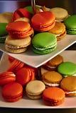 五颜六色的蛋白杏仁饼干在普罗旺斯 免版税库存图片