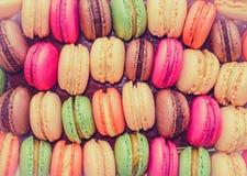 五颜六色的蛋白杏仁饼干 免版税库存图片