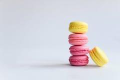五颜六色的蛋白杏仁饼干 免版税库存照片