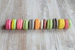 五颜六色的蛋白杏仁饼干 免版税图库摄影