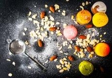 五颜六色的蛋糕macarons的选择 库存照片