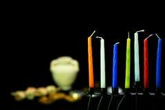 五颜六色的蜡烛准备好在光明节假日 免版税库存图片