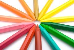 五颜六色的蜡笔一起紧紧放置 库存图片