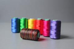 五颜六色的螺纹丝球 库存图片