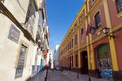 五颜六色的街道在塞维利亚,西班牙 免版税图库摄影