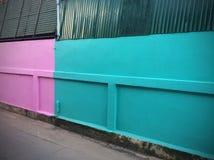 五颜六色的街道墙壁背景 免版税图库摄影