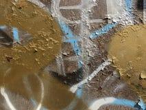 五颜六色的街道画与油漆污点的生锈的金属在抽象样式 库存照片