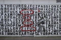 五颜六色的街道画在克罗伊登,英国 免版税库存照片
