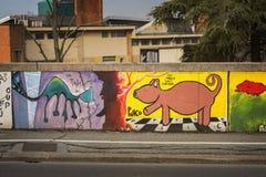 五颜六色的街道艺术波隆纳 免版税库存图片