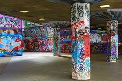 五颜六色的街道画在伦敦 库存图片