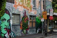 五颜六色的街道画艺术品当街道艺术在墨尔本,澳大利亚 免版税库存图片
