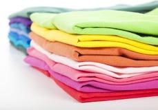 五颜六色的衣裳和衬衣 免版税库存照片